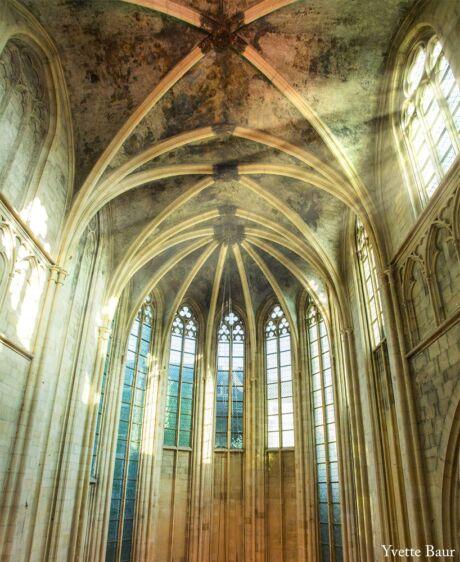 Zonnestralen in kerk