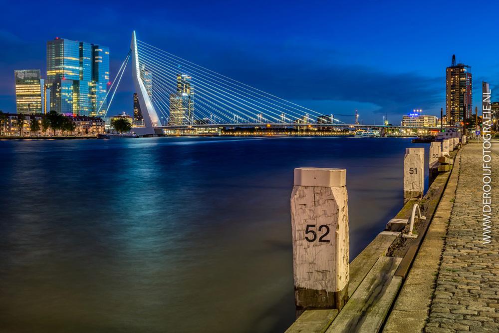 Mooiste blauwe uur foto van de Erasmusbrug