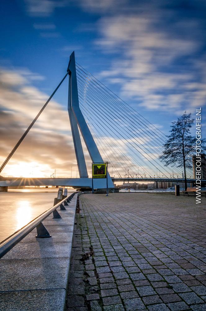 Mooiste lange sluitertijd foto van de Erasmusbrug