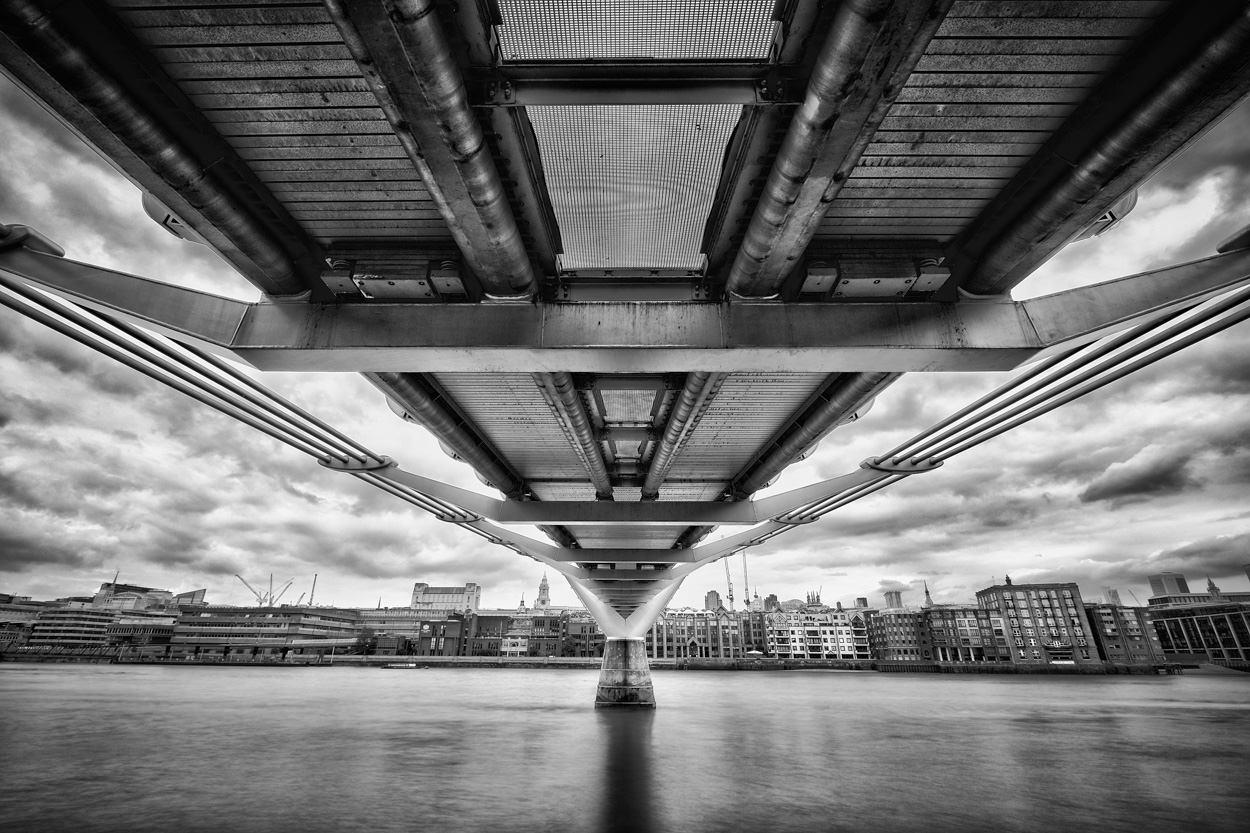 Beste foto's van Londen - Zwart-wit foto van de Millenium Bridge