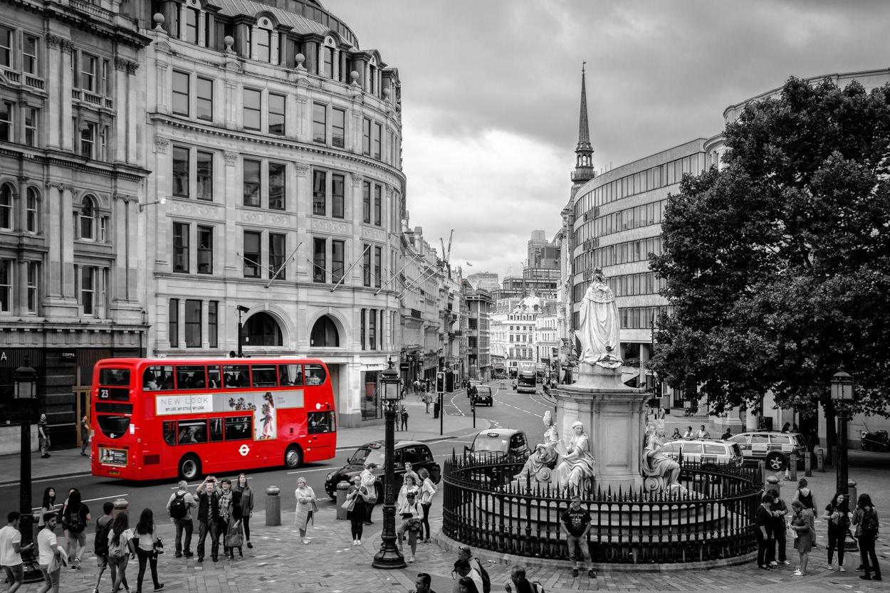 Mooiste foto's van Londen - Zwart-wit foto met rode bus