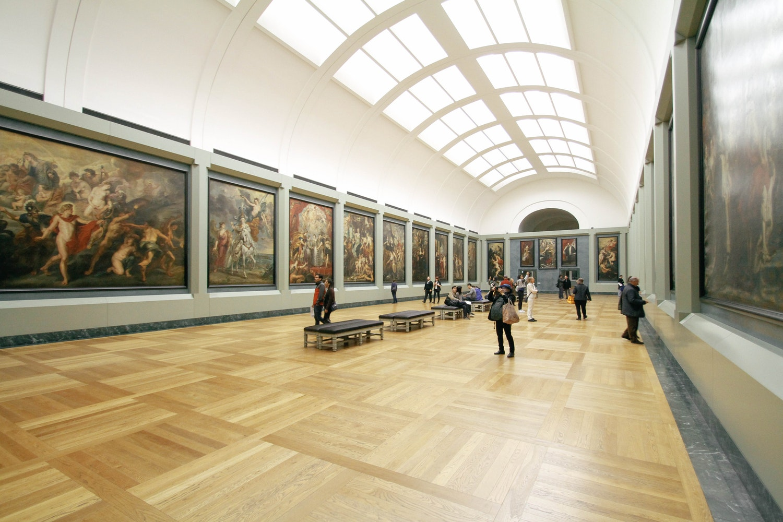 Hal Louvre Museum