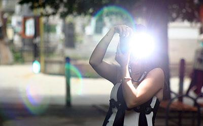 leer online met de externe flitser te werken voor de camera