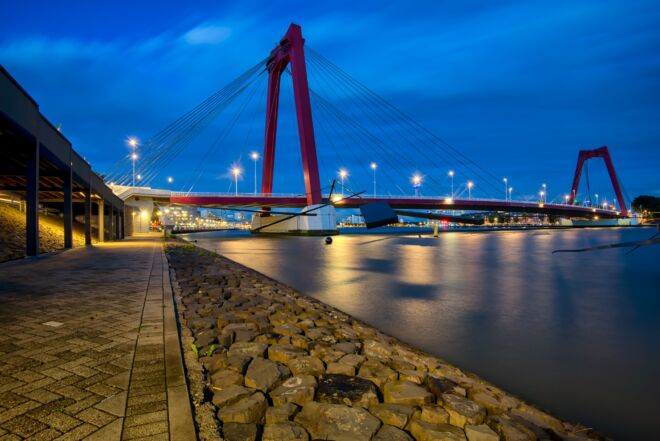 Avondfoto Willemsburg in Rotterdam