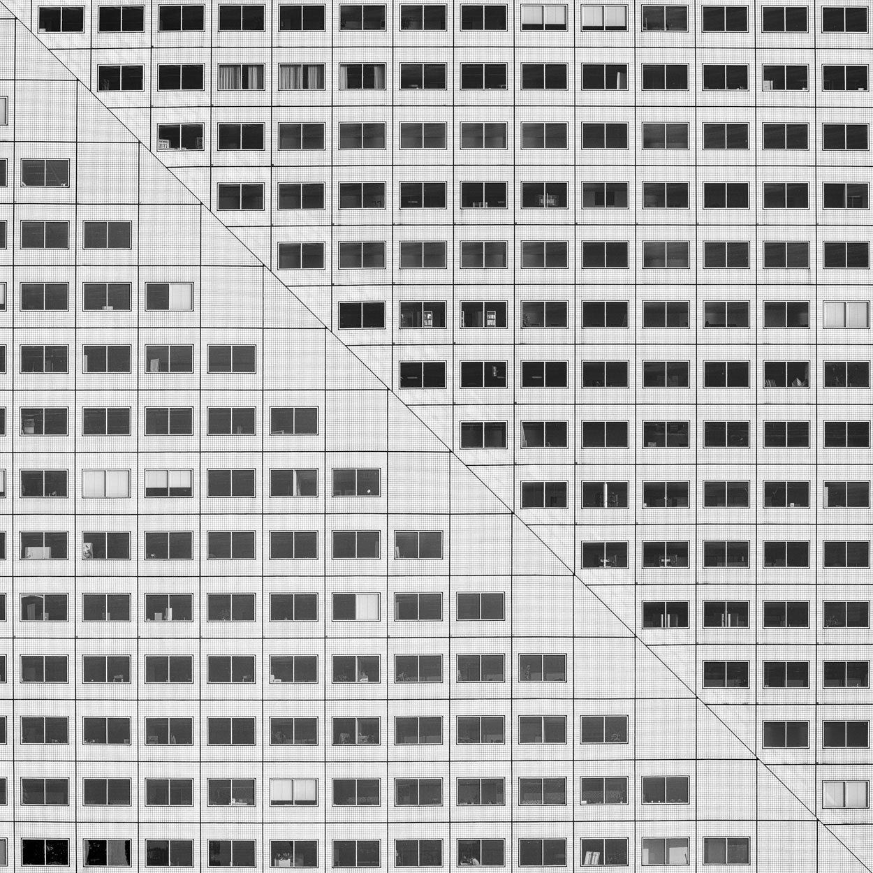 Symmetrische architectuurfoto van een flat
