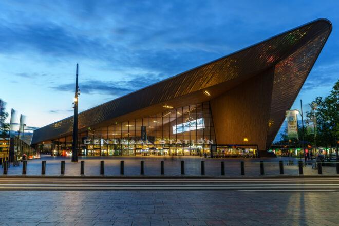 Mooiste avondfoto Centraal Station Rotterdam