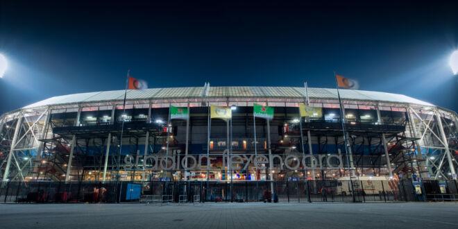 Avondfoto De Kuip in Rotterdam - Stadion Feyenoord