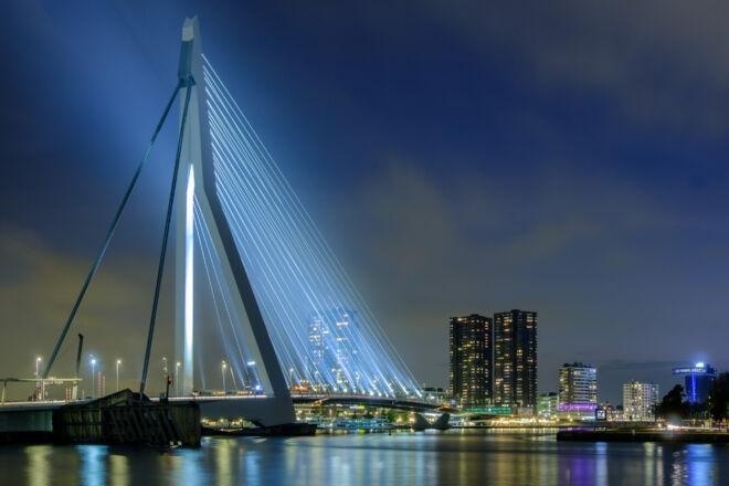 Mooisite avondfoto Erasmusbrug in Rotterdam