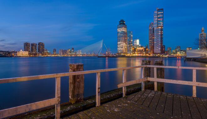 Mooiste skyline avondfoto van Rotterdam - vanaf Katendrecht