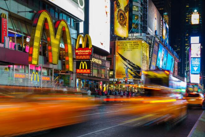 Avondfoto Time Square met gele taxi's