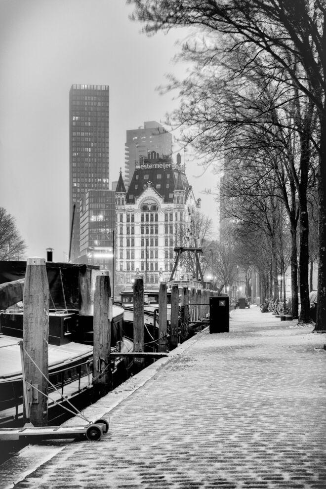 Haringvlieg en Witte Huis met sneeuw in Rotterdam