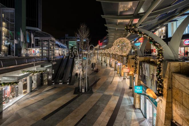Kerstversiering in de Koopgoot in Rotterdam