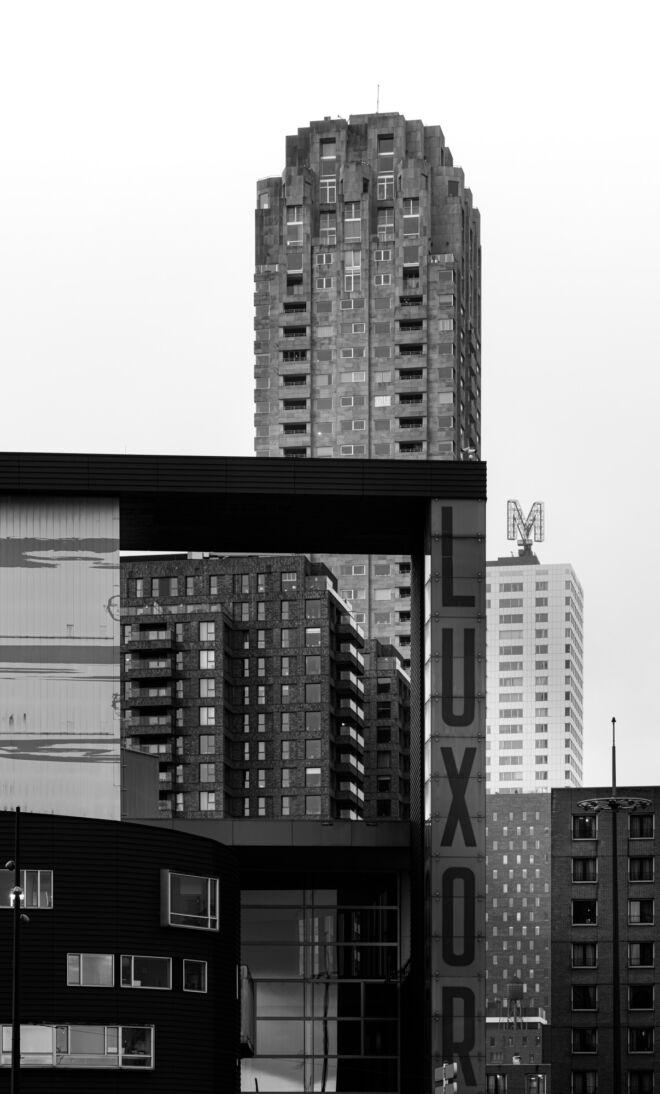 Gebouwen op het Wilhelminiaplein en de Kop van Zuid in Rotterdam