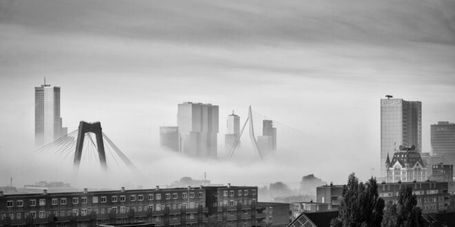 Mist in Rotterdam - Skyline foto