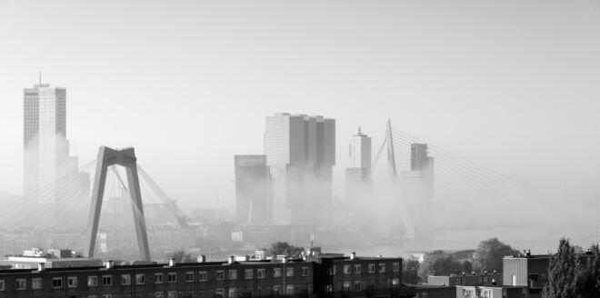 Mooiste mist skyline foto's Rotterdam