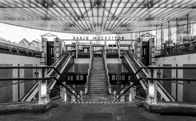 Zwart-wit foto Rotterdam Blaak treinstation