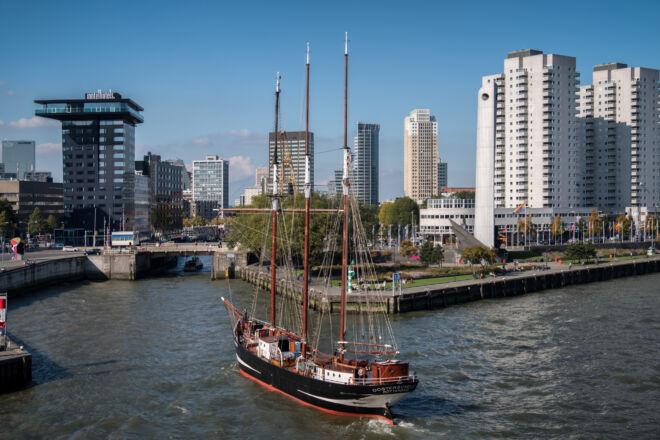 Driemaster de Oosterschelde in de Rotterdamse Leuvehaven