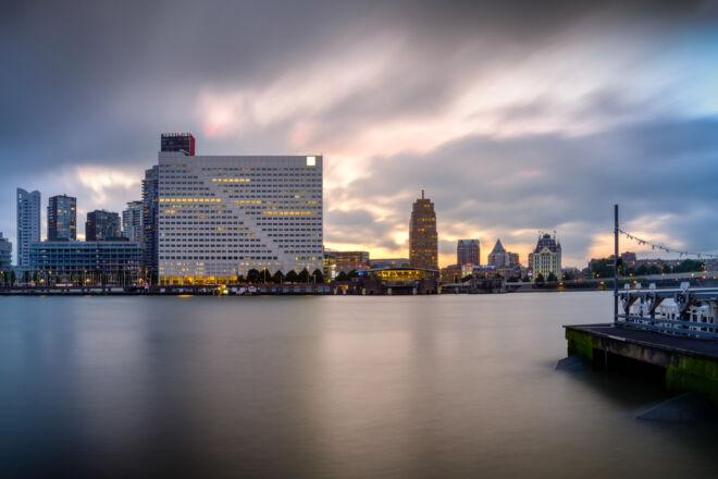 Foto zonsondergang Willemswerf in Rotterdam