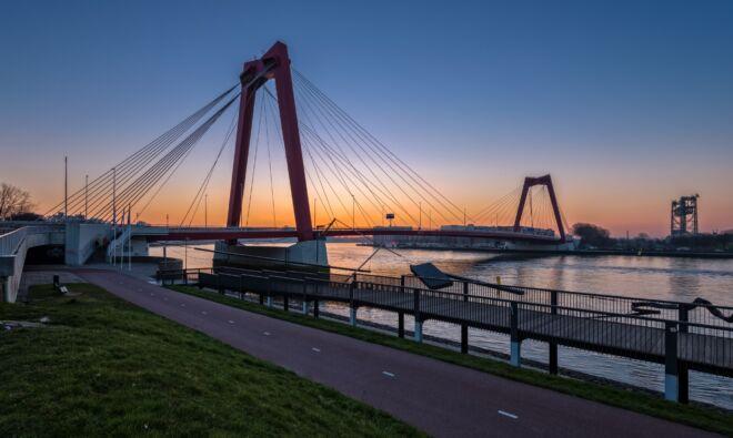 Zonsopkomst foto Willemsbrug