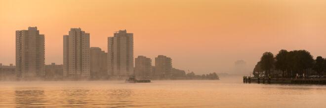 Foto van de mistige zonsopkomst bij De Esch in Rotterdam