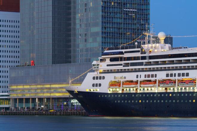Laatste Cruise Call De Rotterdam in Rotterdam