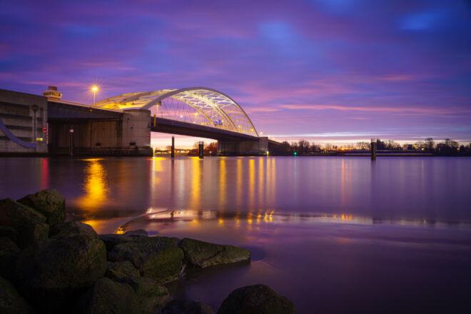 Foto zonsopkomst Van Brienenoordbrug