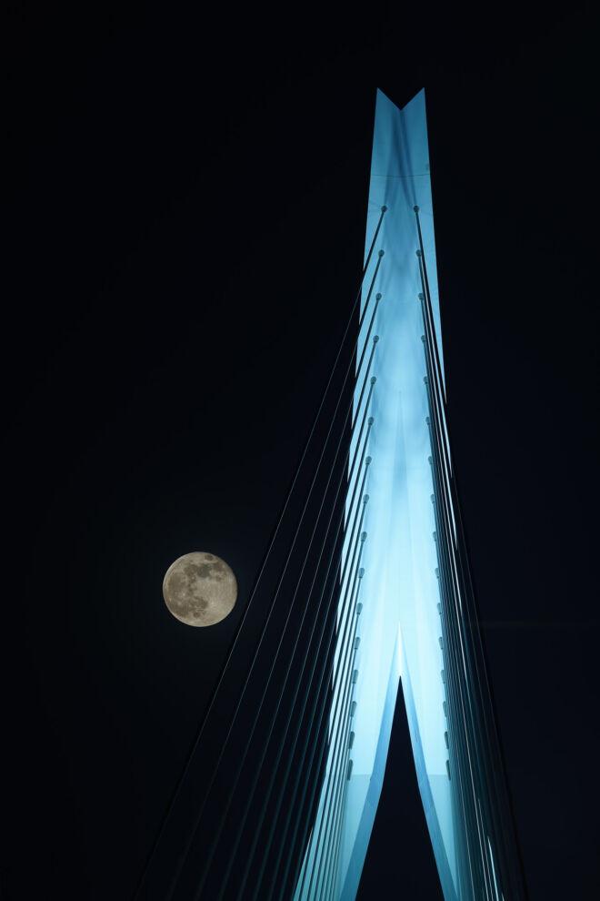 Avondfoto Erasmusbrug met volle maan