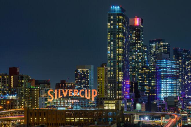 Mooiste avondfoto Queens New York - Silvercup Studios