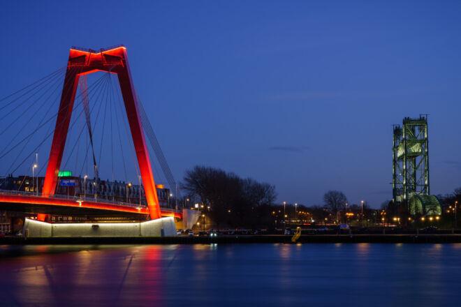 Mooiste avondfoto Willemsbrug en De Hef