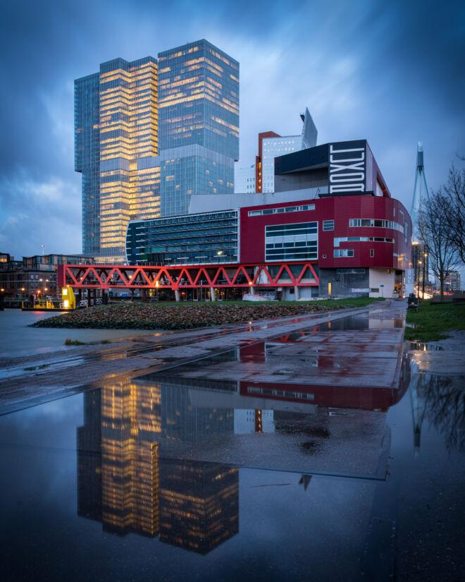 De Rotterdam met reflecties