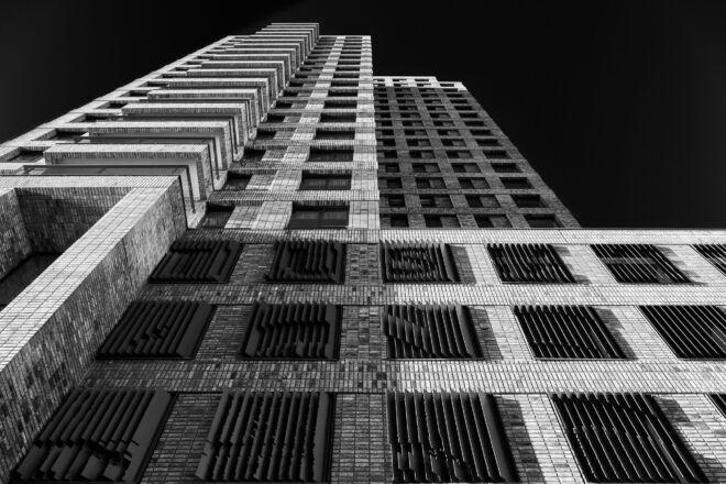 Boston woontoren in Rotterdam (zwart-wit foto)