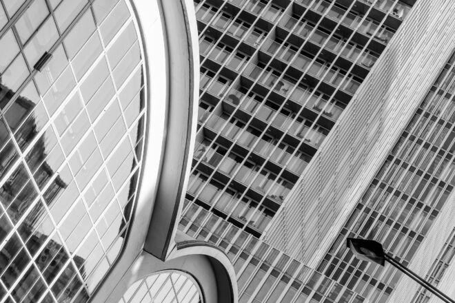 Zwart-wit foto Cruise Terminal en De Rotterdam
