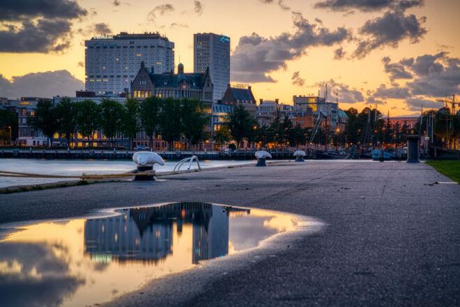 Erasmus MC en Veerhaven tijdens zonsondergang