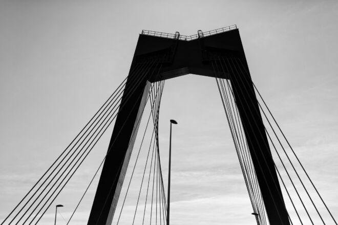 Beste zwart-wit foto Willemsbrug in Rotterdam