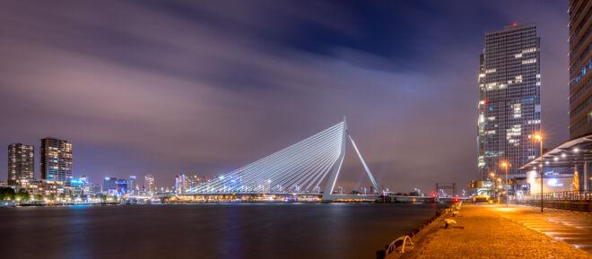 Mooiste avondfoto Erasmusbrug in Rotterdam