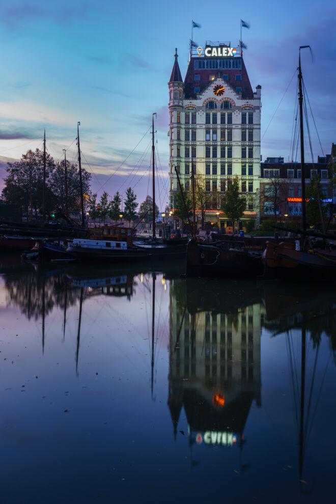 Blauwe uurtje Witte Huis in Rotterdam