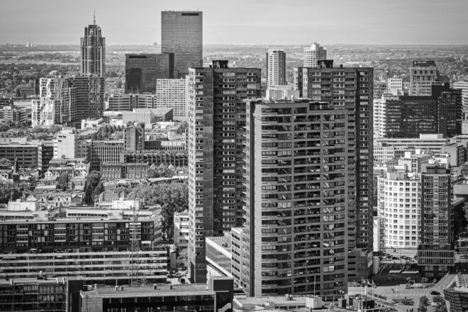 Foto skyline Rotterdam centrum met de Delftse Poort