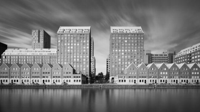 Foto van de Spoorweghaven in Rotterdam in zwart-wit