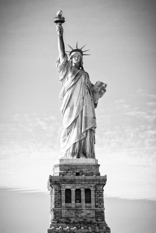 Statue of Liberty New York (black and white photo)