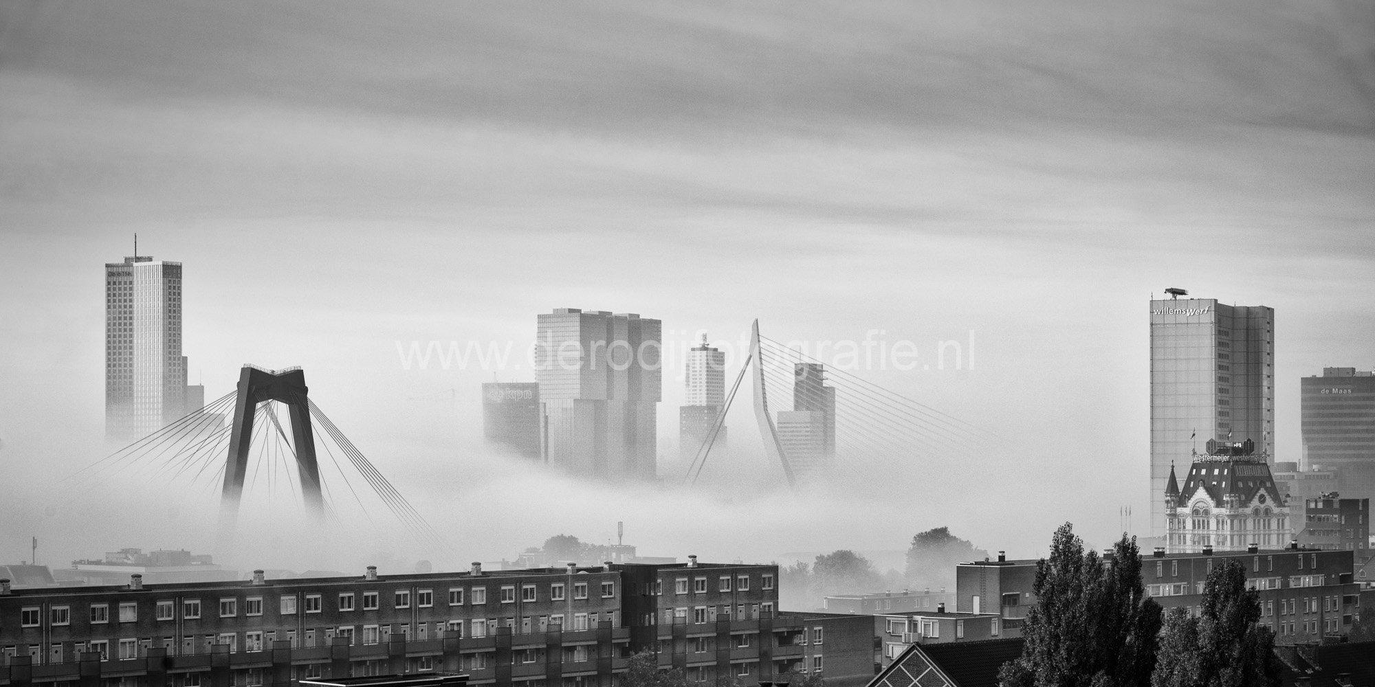 Fotobehang Meerdere Fotos.Foto Skyline Rotterdam Met Laaghangende Mist De Rooij Fotografie