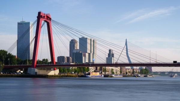 182. Willemsbrug en Erasmusbrug met lange sluitertijd