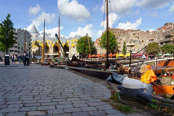 199. Oude Haven met boten en kubushuizen