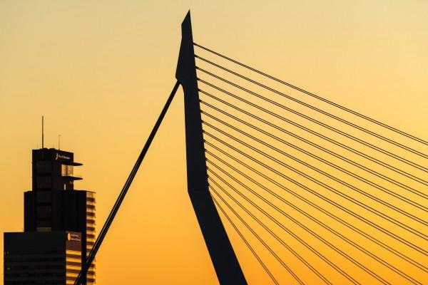 192. Zonsondergang Erasmusbrug en Port of Rotterdam