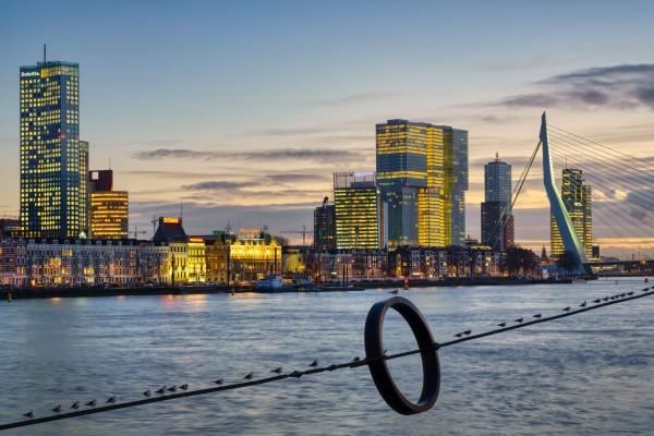200. Skyline Rotterdam met zonsondergang