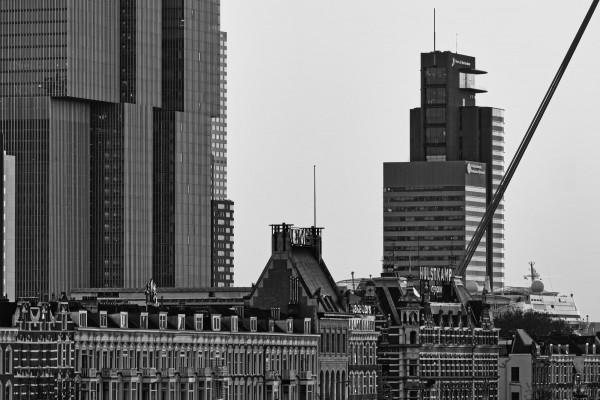 193. Noordereiland met De Rotterdam in zwart-wit