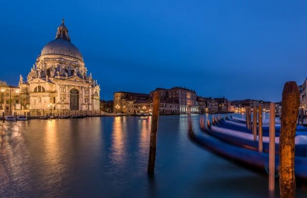 Nachtfoto Basilica Santa Maria della Salute in Venetië