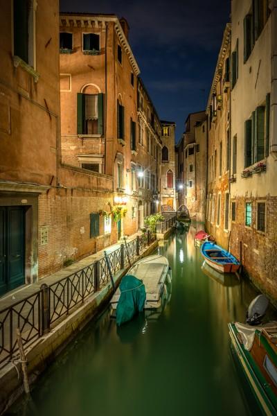 Nachtfoto Fondamenta Malvasia in Venetië
